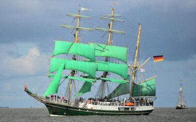 Alexander von Humboldt bei der Eilaufparade in Bremerhaven bei der Sail 2010