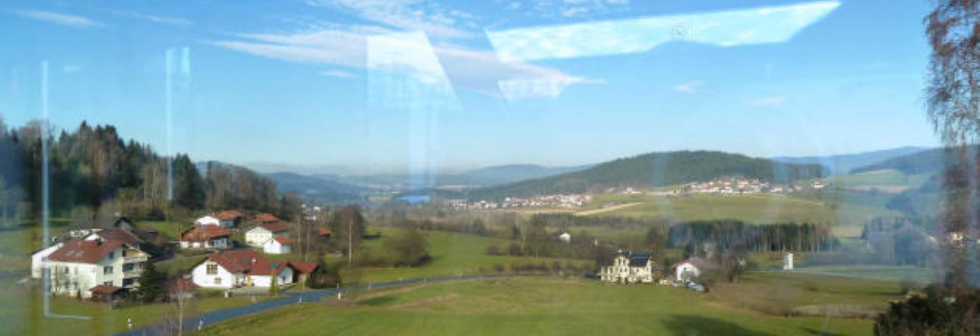 Fotos aus dem Zug nach Bischofsmais. Es muß nicht immer das Auto sein um eine Ferienwohnung Bischofsmais zu erreichen.