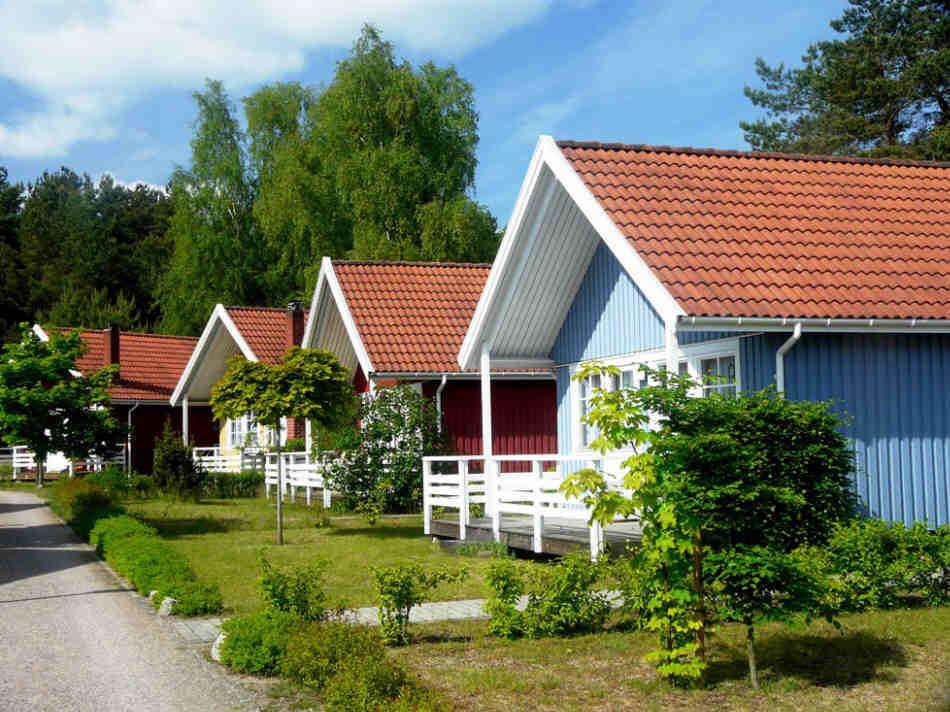 Das Ferienzentrum am Useringer See mit 32 Schwedenhäusern