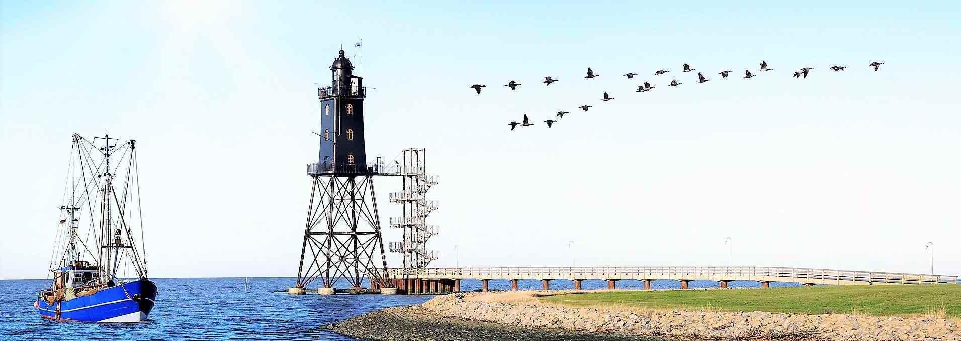 Leuchtturm Eversand mit Nordseebäderbrücke in Dorum-Neufeld