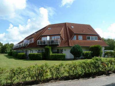 Das Haus Kiebitzstieg liegt in unmittelbarer Nachbarschaft zum Ferienpark Vitamar, direkt an der Wasserlöse gelegen.