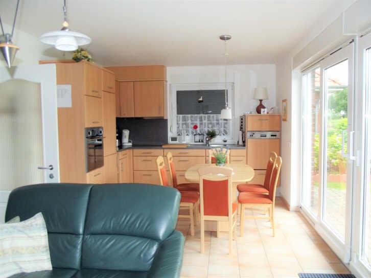 Küche im Wohnzimmer vom Ferienhaus Solar