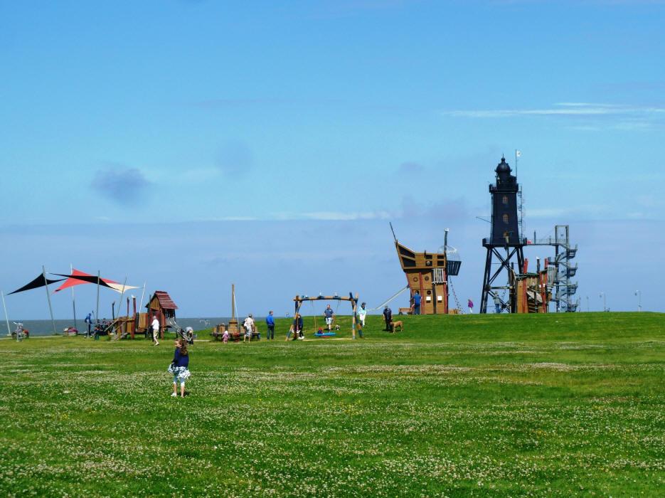Leuchtturm Eversand mit Piratenschiff - Kletterschiff f? Kinder - Spielplatz f? Kinder