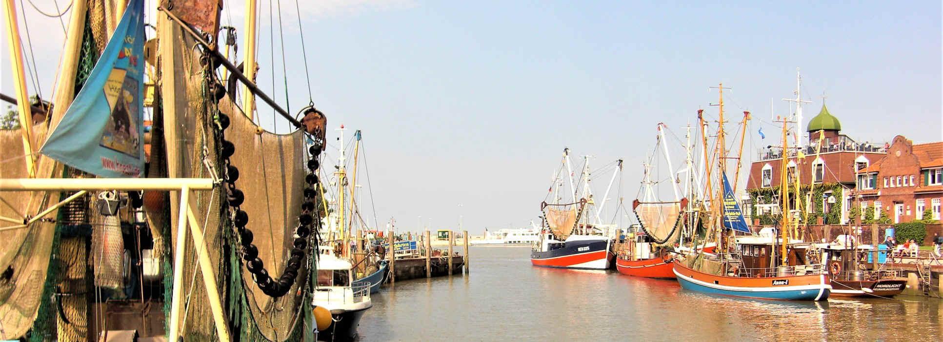 Der Hafen Neuharlingersiel in Ostfriesland