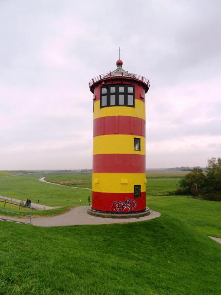 der Pilsumer Leuchtturm bei Greetsiel in Ostfriesland