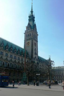 Das Hamburger Rathaus, gleich beim Hauptbahnhof.