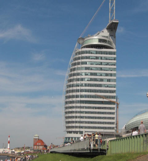 In Bremerhaven tut sich was, ewird gebaut und gebaut, hier das neue Hotel wie in Dubai