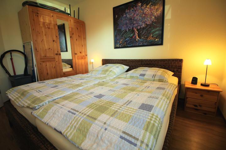 Schlafzimmer mit geräumigen Kleiderschrank Haus Sonnenstrahl Nr.6