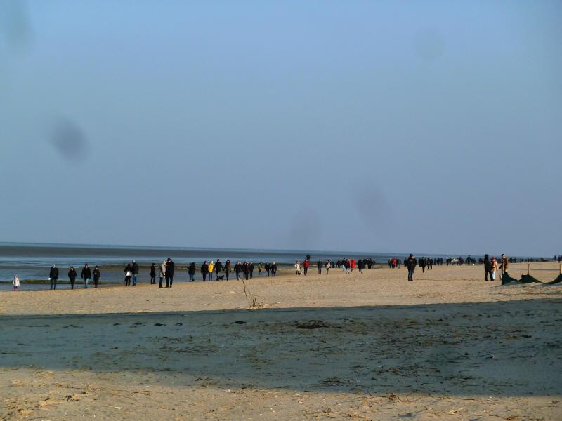 """Am Strand von Cuxhaven Duhnen am 14.1.2018. """"Völkerwanderung""""."""