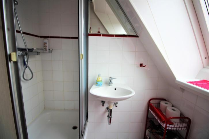 hier sieht man die Dusche gut