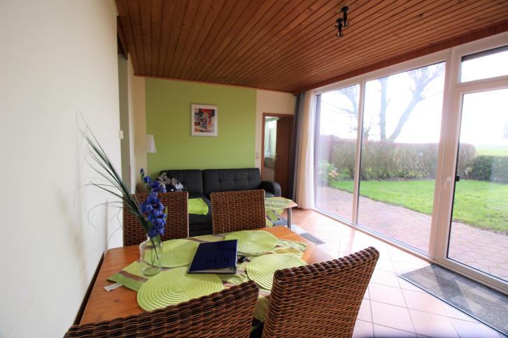 Ferienhaus Bensersiel 266 in Taddingshörn mit Blick in den Garten