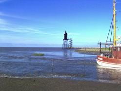 Kutterhafen, Meer und Leuchtturm, der Kutter Nordstern bringt Urlaubsg?te auf die Nordsee