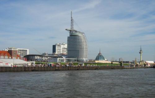 """""""Dubai"""" in Bremerhaven, Sky-Line von Bremerhaven"""