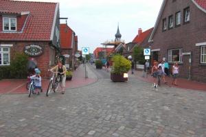 Einkaufsmeile in Hooksiel