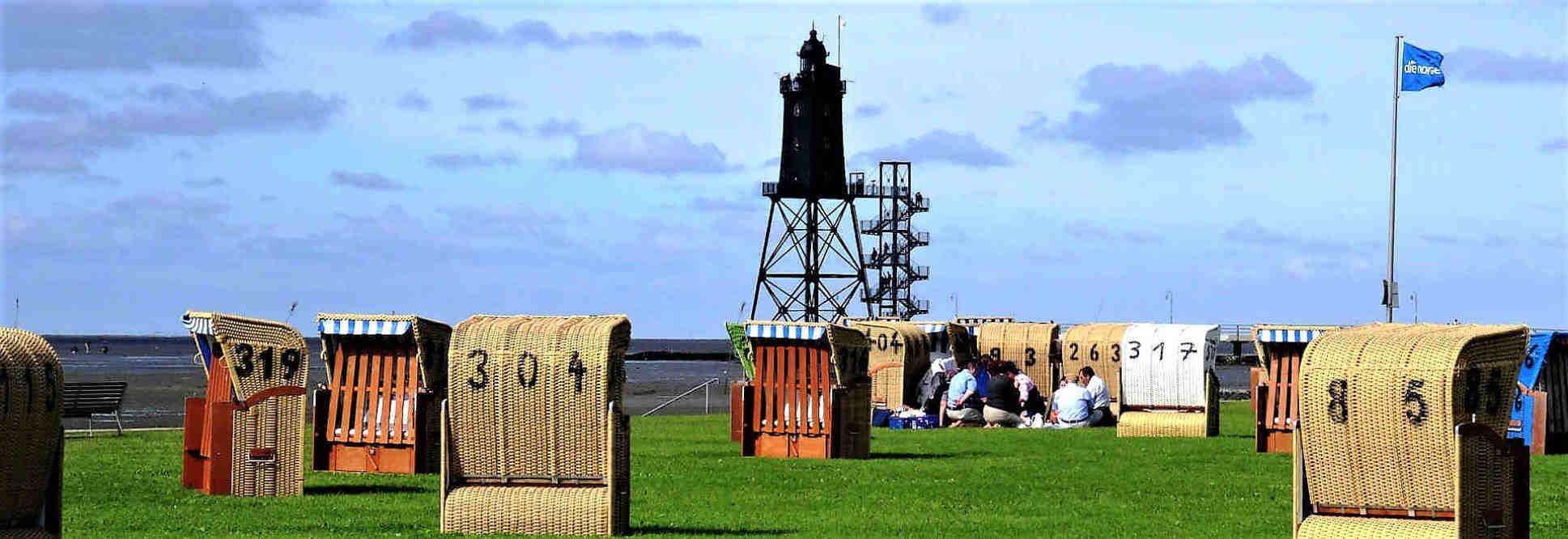 Das ist Dorum-Neufeld: herrliche Luft, Strandkörbe, Watt und der Leuchtturm Eversand